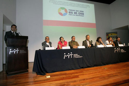 Panel de las personalidades de distintos �mbitos que presentaron la campa�a p�blicamente - Foto: Antonio Saavedra.