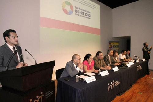 Panel de las personalidades de distintos ámbitos que presentaron la campaña públicamente - Foto: Antonio Saavedra.