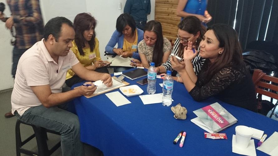 Participantes durante una actividad del curso taller