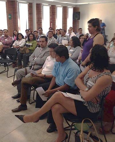 Se observa la participanción de las personas asistentes a la conferencia