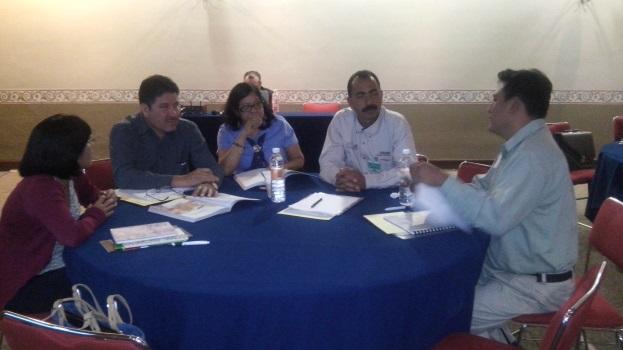 Participantes durante actividades del taller