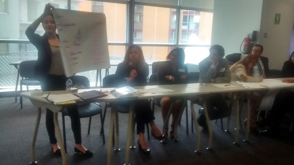 Participantes durante las actividades del taller