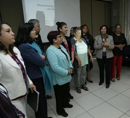 Personas participantes del taller durante una actividad participativa