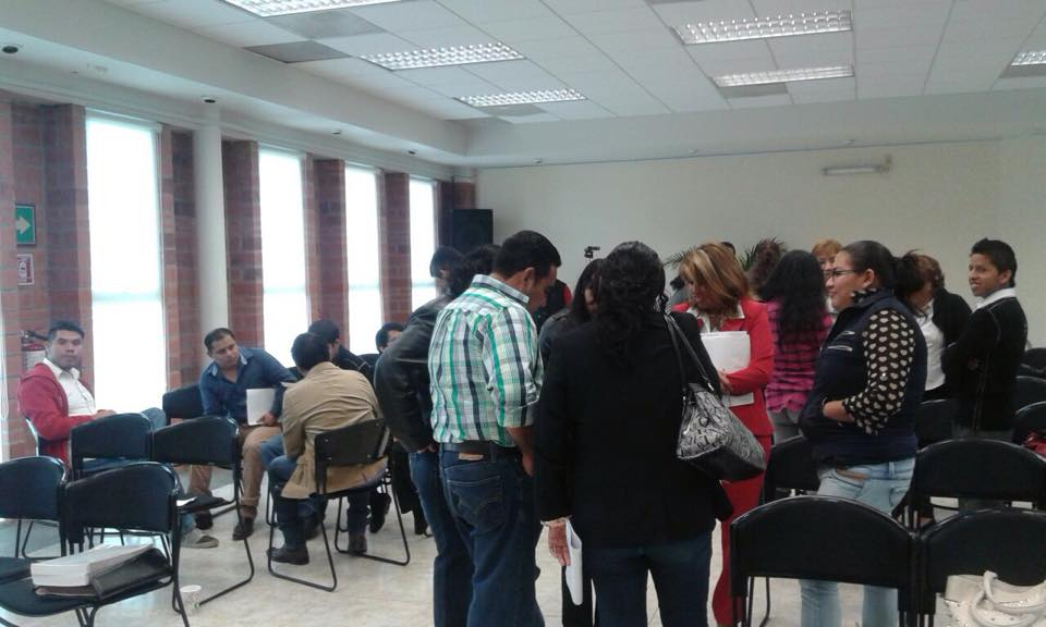Participantes durante una actividad del taller