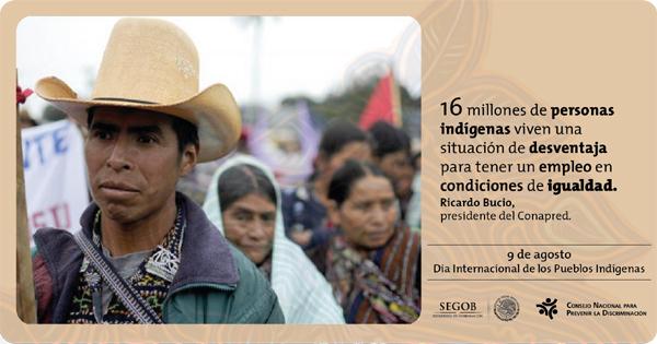 Campesino indígena con sombrero y dos mujeres indígenas.