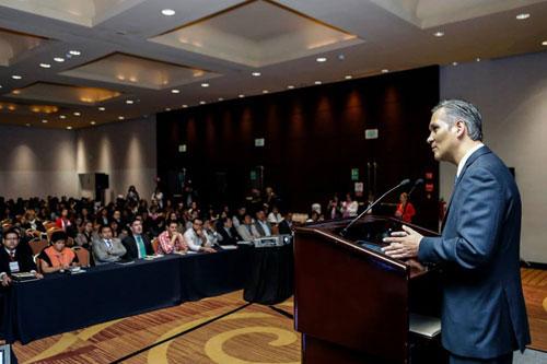 En la foto se observa el discurso inaugural del Curso Internacional de Alta Formación 2013 a cargo del titular del Conapred Ricardo Bucio Mújica.