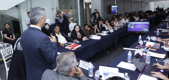 Ricardo Bucio clausura el Seminario ante el público presente en el museo Memoria y Tolerancia.
