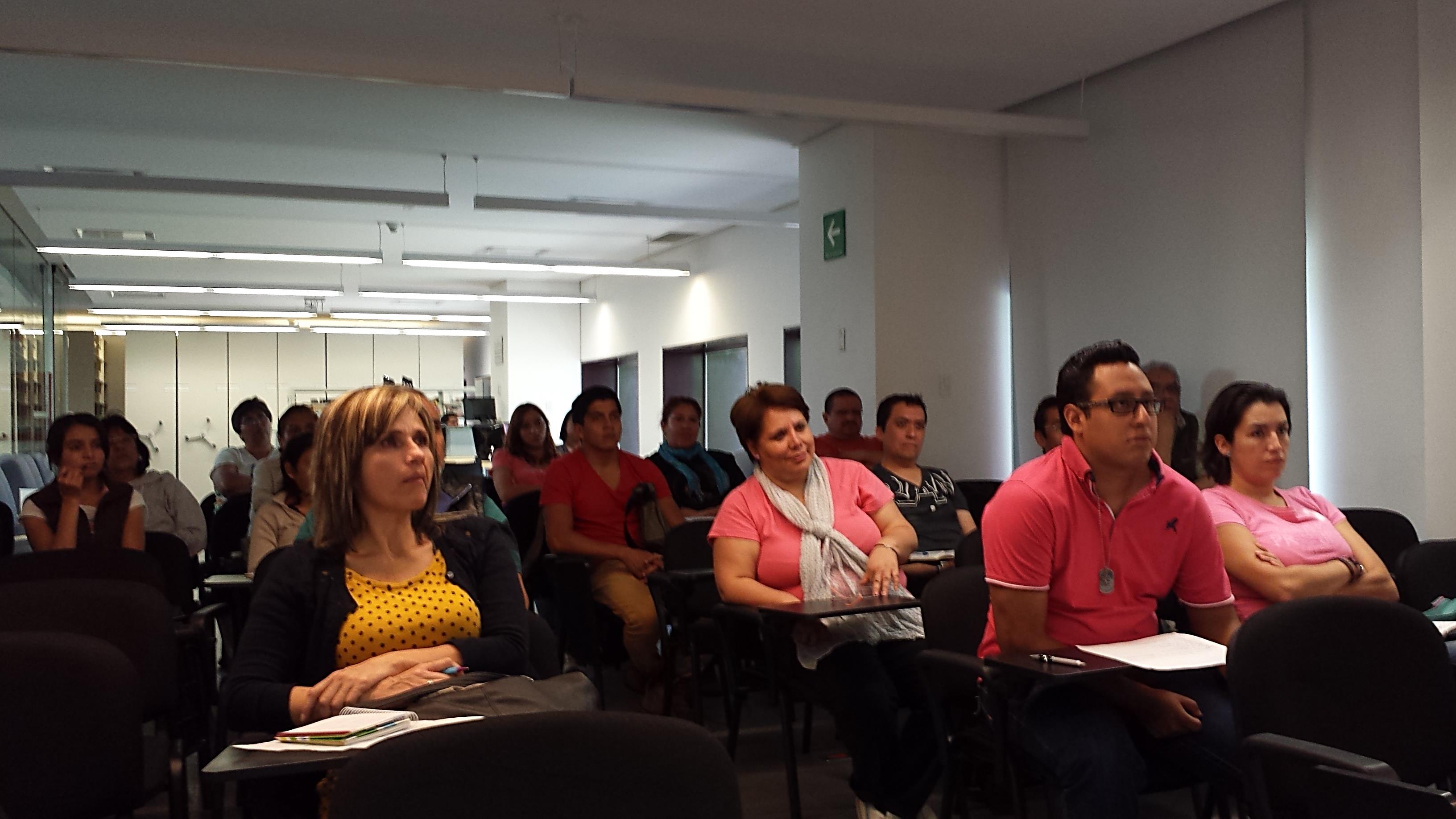 Participantes durante la impartición del taller Cine por la Igualdad.