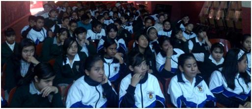 Estudiantes en el aula - 2 10