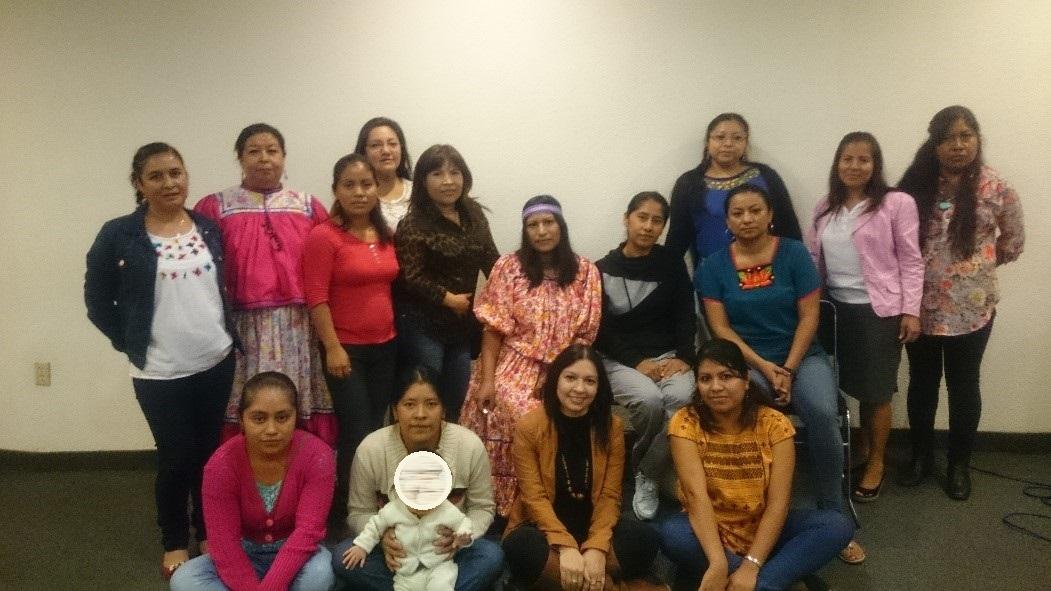 Mujeres indígenas durante las actividades del taller
