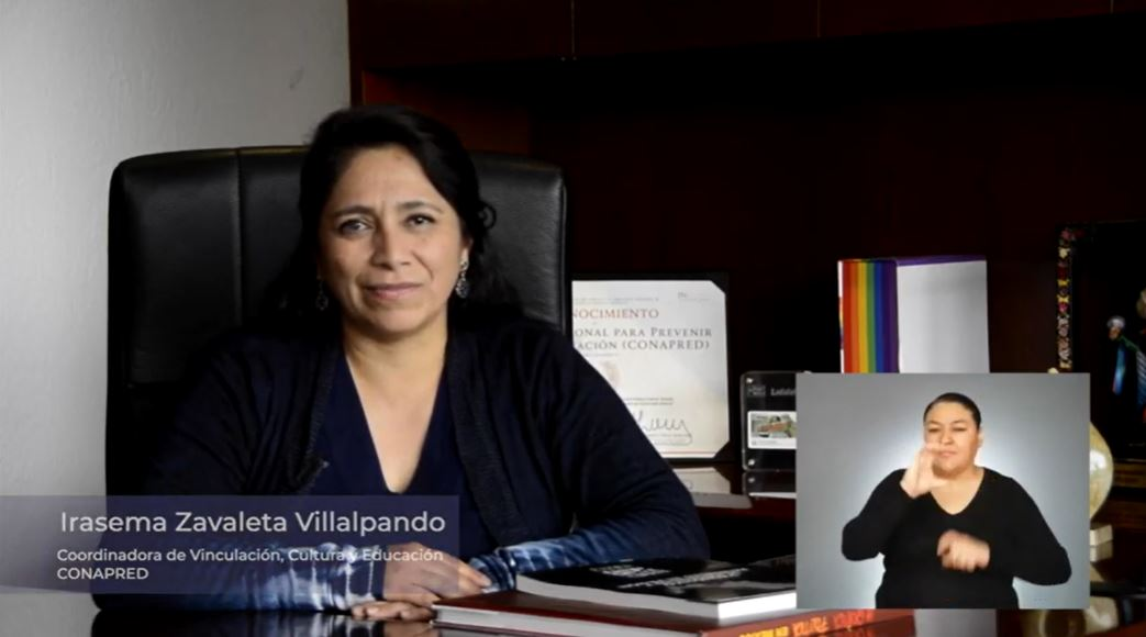 Imagen de Irasema Zavaleta sentada en su oficina